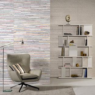 Inspiration för mellanstora moderna hemmabibliotek, med flerfärgade väggar, linoleumgolv och ett fristående skrivbord