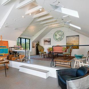 ワシントンD.C.の大きいカントリー風おしゃれなアトリエ・スタジオ (白い壁、自立型机、暖炉なし) の写真
