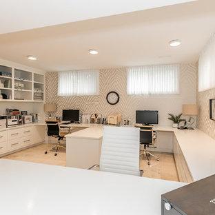 Свежая идея для дизайна: большое рабочее место в стиле современная классика с разноцветными стенами, полом из травертина, встроенным рабочим столом и бежевым полом без камина - отличное фото интерьера