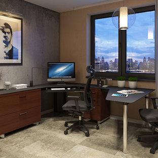 Inspiration pour un bureau design avec un sol en calcaire et un bureau indépendant.