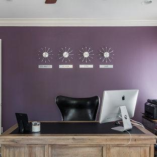 アトランタの中サイズのトランジショナルスタイルのおしゃれな書斎 (紫の壁、カーペット敷き、自立型机、ベージュの床) の写真