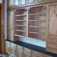 Traditional Home Office by Lowe's HIW Inc.