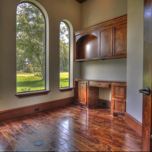 Example of a classic home office design in Houston