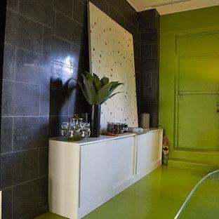 Esempio di uno studio design con pavimento verde