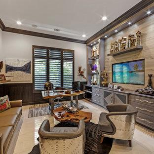 マイアミの中サイズのトランジショナルスタイルのおしゃれな書斎 (白い壁、大理石の床、暖炉なし、自立型机、ベージュの床) の写真