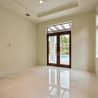 マイアミの中サイズのコンテンポラリースタイルのおしゃれな書斎 (黒い壁、大理石の床、暖炉なし) の写真