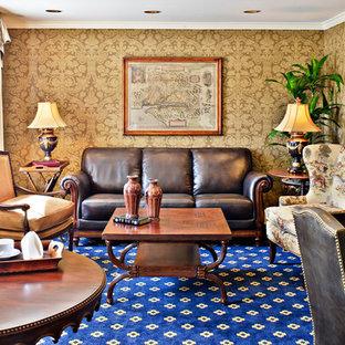 Ispirazione per uno studio classico con moquette, scrivania autoportante e pavimento blu