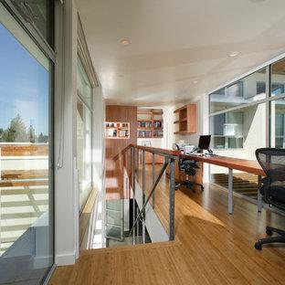 Idéer för att renovera ett funkis arbetsrum, med bambugolv