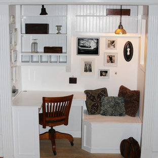 Built in office and reading nook http://whimages.blogspot.com/2010/06/cushion-fo