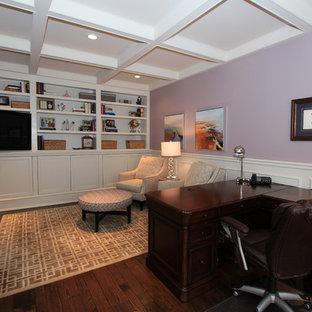 Ispirazione per un grande ufficio design con pareti viola e scrivania autoportante