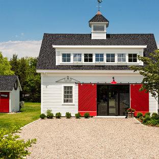 ボストンのカントリー風おしゃれなアトリエ・スタジオ (白い壁、濃色無垢フローリング、暖炉なし、自立型机) の写真