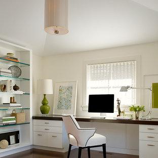 サンフランシスコのコンテンポラリースタイルのおしゃれなホームオフィス・仕事部屋 (造り付け机) の写真