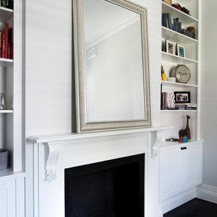 シドニーの大きいトラディショナルスタイルのおしゃれな書斎 (グレーの壁、濃色無垢フローリング、標準型暖炉、木材の暖炉まわり、造り付け机、黒い床) の写真
