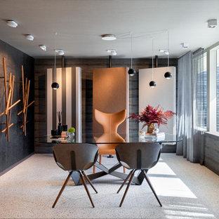 Exemple d'un bureau tendance de taille moyenne et de type studio avec un mur gris, un sol en carrelage de céramique, un bureau indépendant, un sol gris, un plafond en papier peint et du papier peint.