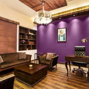 デリーのエクレクティックスタイルのおしゃれなホームオフィス・書斎の写真