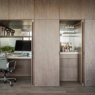 Ejemplo de despacho contemporáneo, pequeño, con escritorio empotrado