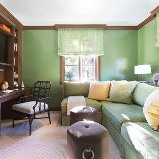 サンフランシスコの小さいトランジショナルスタイルのおしゃれな書斎 (緑の壁、カーペット敷き、暖炉なし、造り付け机) の写真