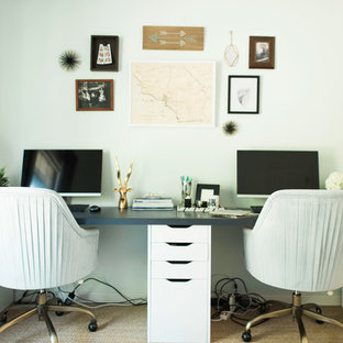 Example of a home office design in Austin