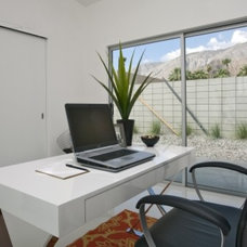 Modern Home Office by The Paul Kaplan Group, Inc