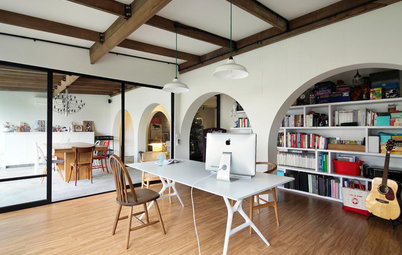 Houzz Tour: Styles of the Past, Present & Future Live in This Apartment