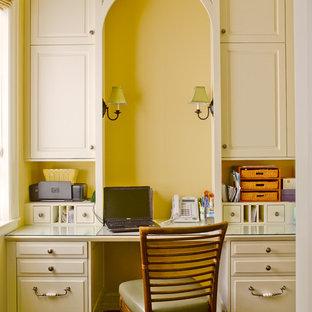 シアトルのトラディショナルスタイルのおしゃれなホームオフィス・書斎の写真