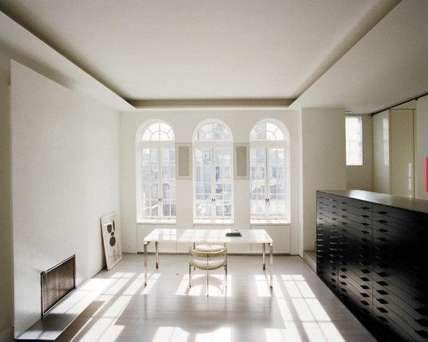 Minimalistisch Arbeitszimmer by Gray & Walter, Ltd.