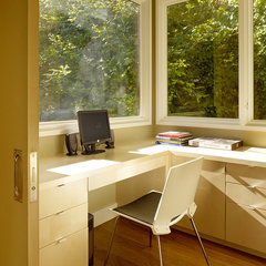 modern home office by John Maniscalco Architecture