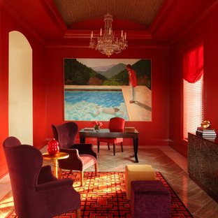 Esempio di uno studio minimal con pareti rosse e scrivania autoportante