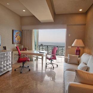 На фото: кабинет среднего размера в современном стиле с отдельно стоящим рабочим столом, бежевыми стенами, мраморным полом и бежевым полом с