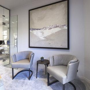 チェシャーの大きいコンテンポラリースタイルのおしゃれなアトリエ・スタジオ (白い壁、カーペット敷き、造り付け机) の写真