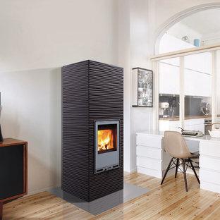 Пример оригинального дизайна: большой кабинет в скандинавском стиле с печью-буржуйкой