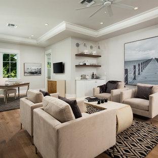 Foto de despacho costero, sin chimenea, con paredes grises, suelo de madera clara y escritorio independiente
