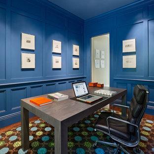 Ispirazione per uno studio minimal con pareti blu