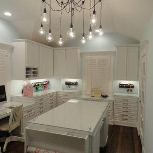 На фото: кабинет в классическом стиле с встроенным рабочим столом, местом для рукоделия и синими стенами