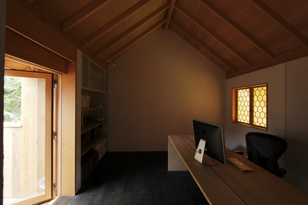 Asian Home Office by ラブアーキテクチャー 一級建築士事務所