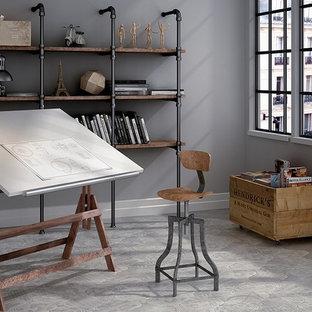 Foto på ett mellanstort industriellt hemmastudio, med grå väggar, klinkergolv i porslin och ett fristående skrivbord