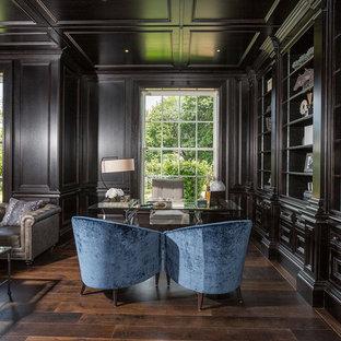 Foto di un grande ufficio tradizionale con pareti nere, parquet scuro, camino classico, cornice del camino in pietra, scrivania autoportante e pavimento marrone