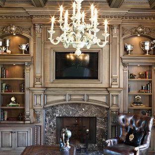 ニューヨークの大きいおしゃれなアトリエ・スタジオ (標準型暖炉、石材の暖炉まわり、自立型机) の写真