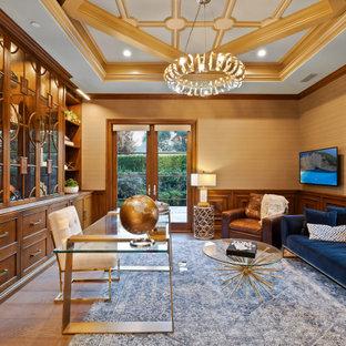 На фото: кабинет в стиле современная классика с коричневыми стенами, паркетным полом среднего тона, отдельно стоящим рабочим столом, коричневым полом, многоуровневым потолком, панелями на стенах и обоями на стенах