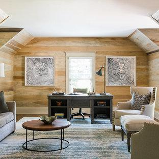 Cette photo montre un bureau bord de mer avec un mur beige, un sol en bois foncé, aucune cheminée et un bureau indépendant.