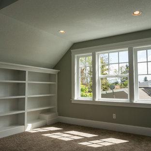 Idées déco pour un bureau atelier craftsman de taille moyenne avec un mur vert et moquette.