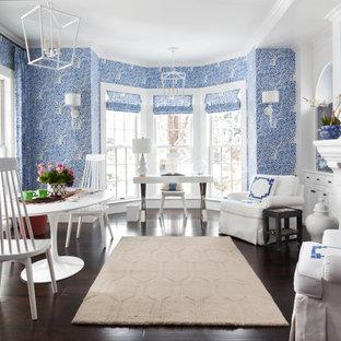 デンバーの中くらいのトランジショナルスタイルのおしゃれな書斎 (青い壁、濃色無垢フローリング、標準型暖炉、漆喰の暖炉まわり、自立型机、茶色い床、壁紙) の写真