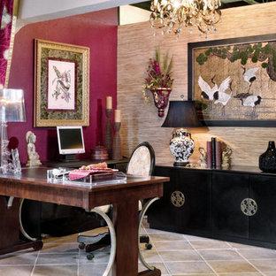 Inspiration för små asiatiska arbetsrum, med klinkergolv i keramik och ett fristående skrivbord