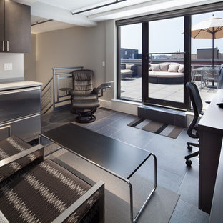 Foto de despacho contemporáneo, de tamaño medio, sin chimenea, con paredes grises, suelo de pizarra y escritorio empotrado