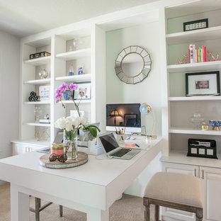 デンバーの中サイズのトランジショナルスタイルのおしゃれな書斎 (白い壁、カーペット敷き、自立型机、ベージュの床) の写真