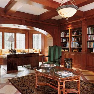 Foto di un ampio ufficio moderno con scrivania autoportante, pareti marroni e pavimento con piastrelle in ceramica