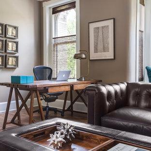 Immagine di un grande ufficio chic con pareti grigie, parquet scuro, scrivania autoportante, pavimento marrone, camino classico e cornice del camino in pietra