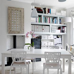 Ispirazione per un piccolo atelier chic con pareti grigie, stufa a legna, cornice del camino in mattoni e scrivania autoportante