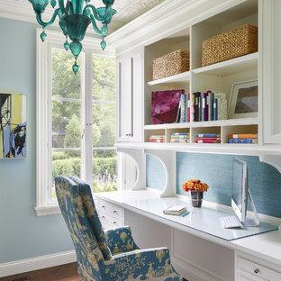 ミネアポリスの中サイズの地中海スタイルのおしゃれな書斎 (青い壁、濃色無垢フローリング、造り付け机、茶色い床、暖炉なし) の写真