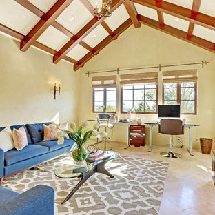 サンフランシスコの巨大なトラディショナルスタイルのおしゃれなホームオフィス・書斎 (緑の壁、大理石の床、暖炉なし、自立型机) の写真
